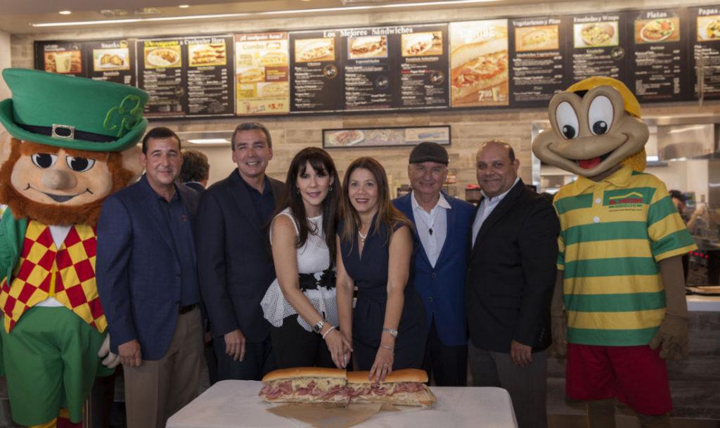 Llega el gran sabor de El Meson Sandwiches a San Patricio.